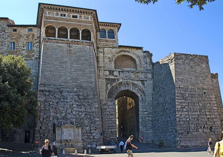 1280px-Perugia_Arco_Etrusco.jpg