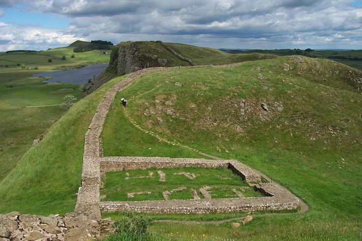 800px-Milecastle_39_on_Hadrian's_Wall