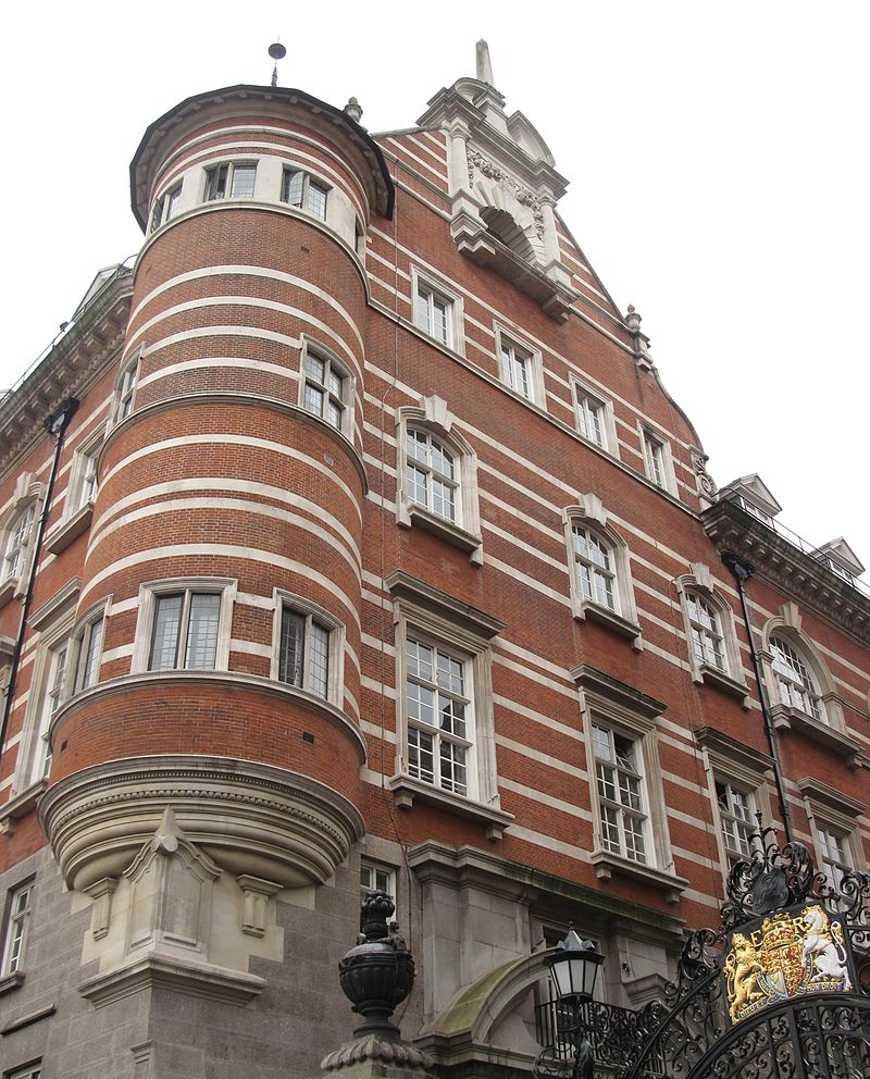 Norman_Shaw_Buildings_(New_Scotland_Yard)_2012_04